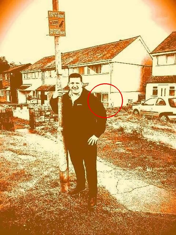 fotografia fantasma de nina - Un concejal galés fotografía el fantasma de una niña mirando desde la ventana de una casa