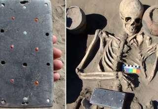 iphone atlantida rusa 320x220 - Arqueólogos encuentran un 'iPhone' de 2.100 años en la tumba de una mujer enterrada en la 'Atlántida' rusa