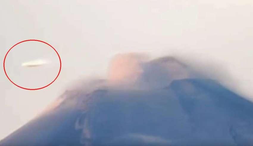 ovni popocatepetl 850x491 - Una cámara registra un OVNI en forma de disco volando sobre el volcán Popocatépetl