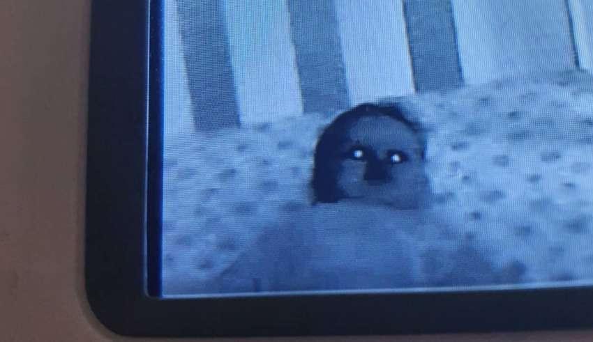 bebe poseido 850x491 - Padres conmocionados al ver a su bebé poseído por un demonio en la cuna