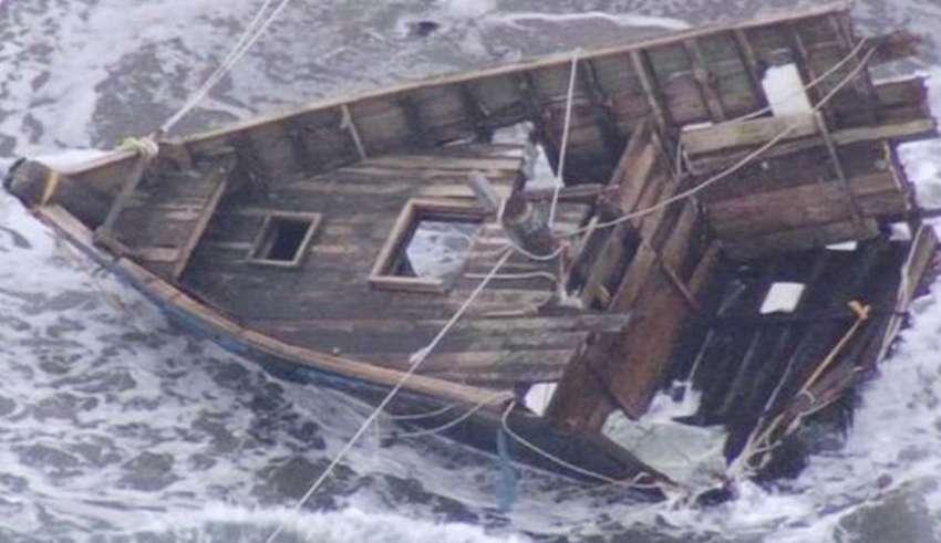 barco fantasma japon 850x491 - Aparece otro barco fantasma con esqueletos humanos en las costas de Japón