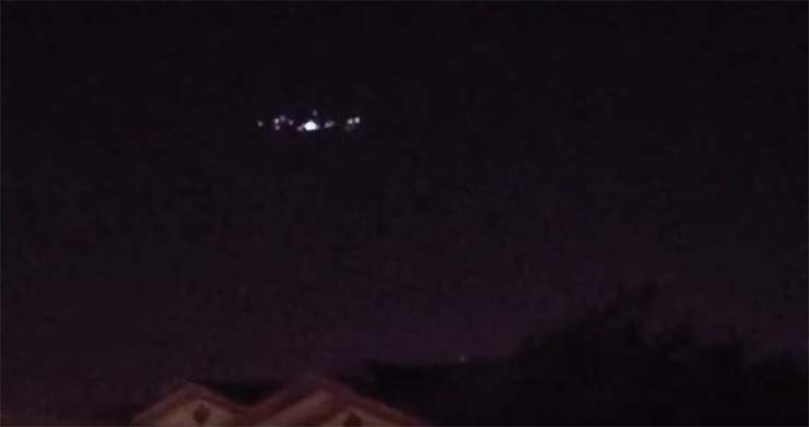 enorme ovni sobre california - Cientos de personas ven un enorme OVNI sobre California y no era un drone