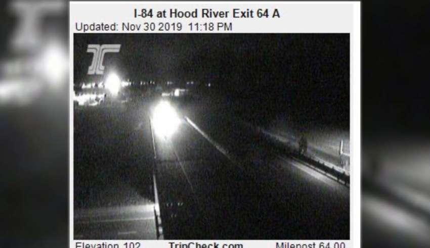 oregon bigfoot 850x491 - La Policía Estatal de Oregón publica la imagen de un Bigfoot en una carretera
