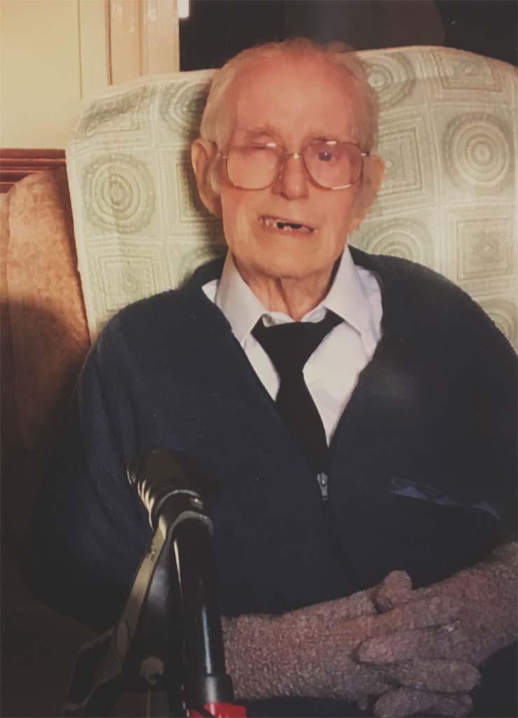 reencarnacion abuelo fallecido - Una mujer ve la reencarnación de su abuelo fallecido en la ecografía de su bebé