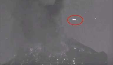 ovni sobre volcan popocatepetl 384x220 - Un OVNI pasa sobre el volcán Popocatépetl segundos después de una erupción