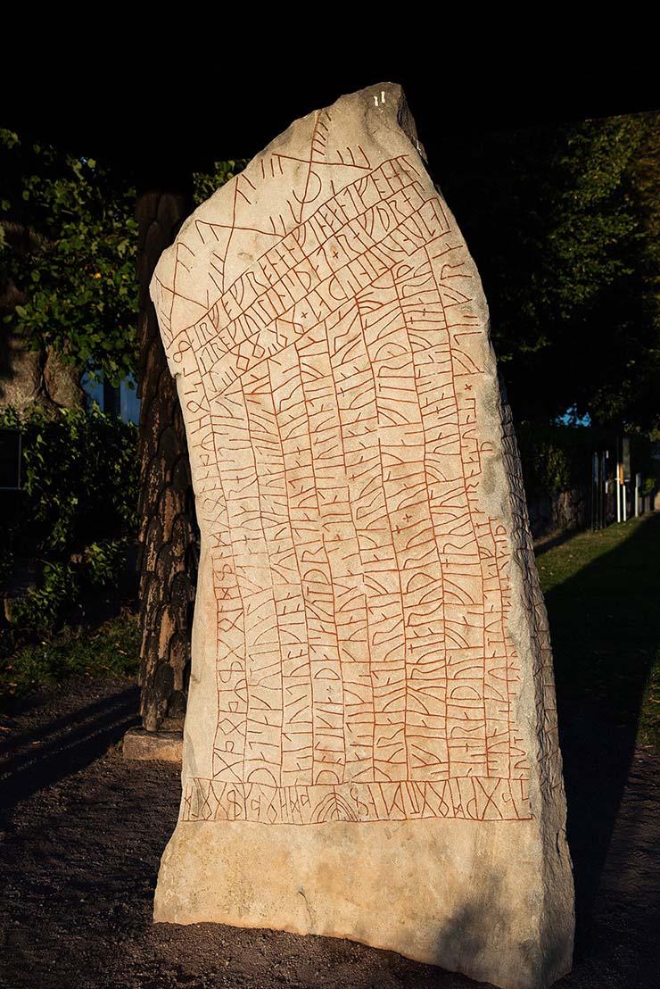 piedra runica inminente apocalipsis - Investigadores dicen que una antigua piedra rúnica predijo el actual cambio climático y el inminente apocalipsis