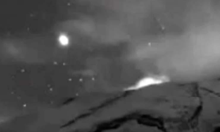 ovni saliendo popocatepetl - ¡Ya están aquí! Graban un enorme OVNI saliendo del interior del volcán Popocatépetl