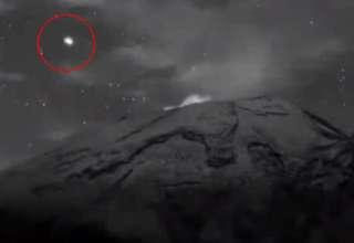 ovni saliendo volcan popocatepetl 320x220 - ¡Ya están aquí! Graban un enorme OVNI saliendo del interior del volcán Popocatépetl