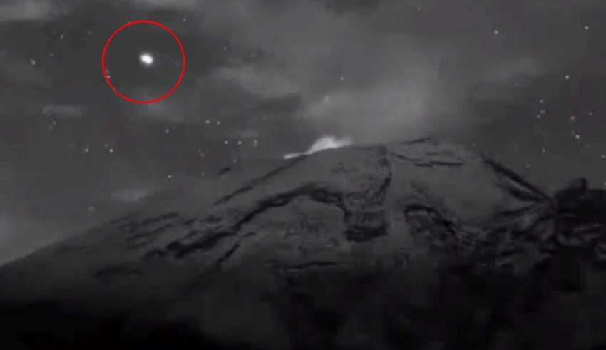 ovni saliendo volcan popocatepetl 850x491 - ¡Ya están aquí! Graban un enorme OVNI saliendo del interior del volcán Popocatépetl