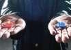 "musk pildora roja 104x74 - Elon Musk publica un críptico mensaje en Twitter: ""Toma la píldora roja"""
