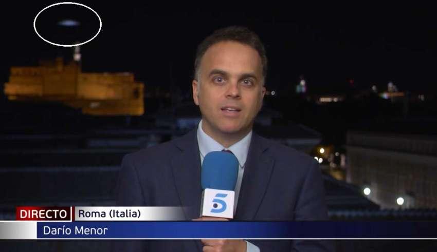 ovni noticias roma 850x491 - Aparece un OVNI a gran velocidad en pleno directo de las noticias desde Roma