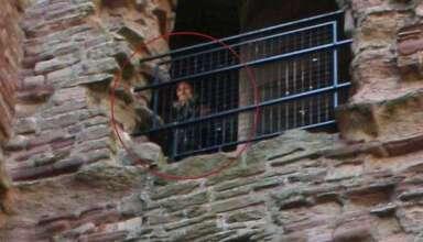 fantasma castillo escoces 384x220 - La foto de un fantasma en un castillo escocés continúa sin explicación más de 10 años después