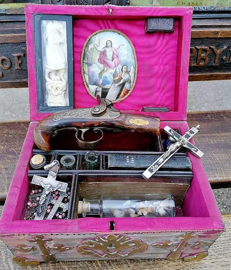 kit matar vampiros - Subastan online un misterioso kit para matar vampiros del siglo XIX