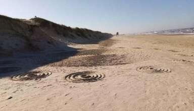 misteriosos circulos playa brasil 384x220 - Aparecen misteriosos círculos en la arena de una playa de Brasil después de varios avistamientos OVNI