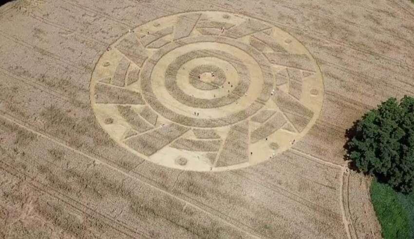 circulo alemania 850x491 - Aparece un extraño círculo de los cultivos con un patrón geométrico perfecto en un campo de Alemania