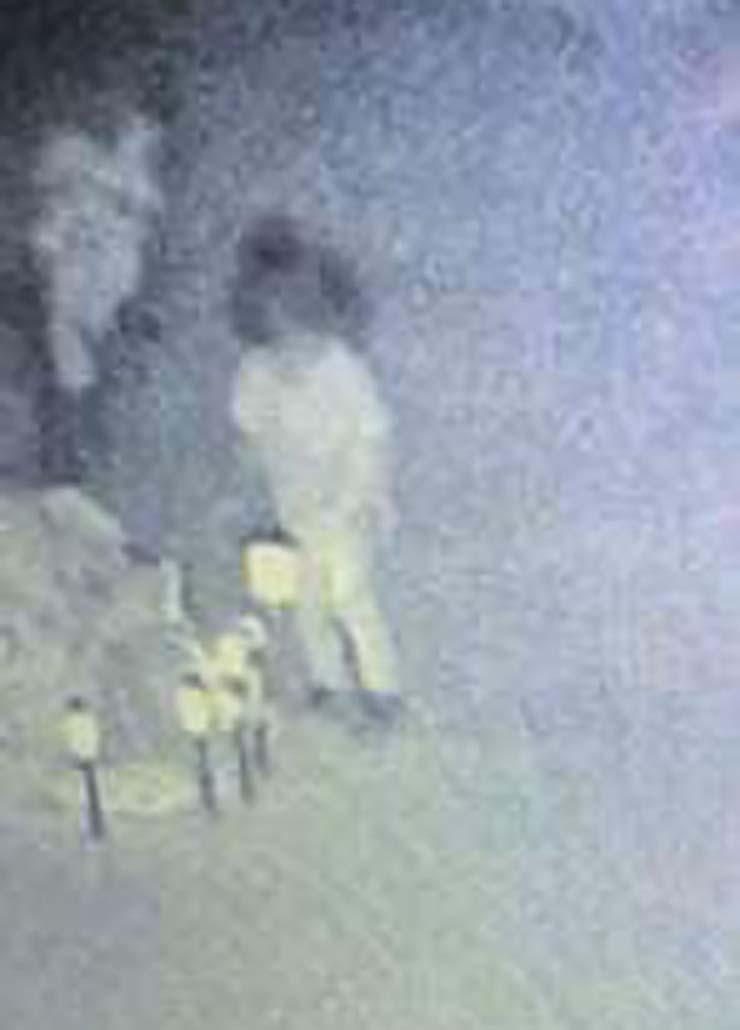 fantasma nina dos anos asesinada - Una cámara de seguridad capta el fantasma de una niña de dos años que fue asesinada visitando su tumba
