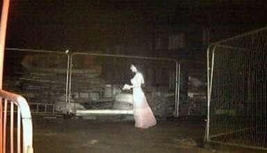 novia fantasmal 384x220 - Cámara de seguridad detecta a una novia fantasmal en una obra de construcción en Inglaterra