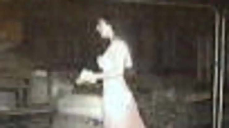 novia fantasmal inglaterra - Cámara de seguridad detecta a una novia fantasmal en una obra de construcción en Inglaterra