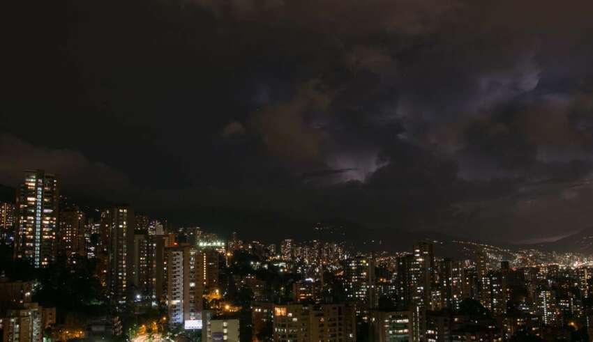 sonidos apocalipticos colombia 850x491 - Miles de personas escuchan sonidos apocalípticos en una ciudad de Colombia