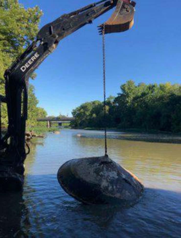 restos de un ovni rio - Encuentran los restos de un OVNI en un río de Estados Unidos