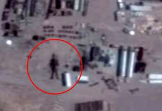 robot area 51 320x220 - Descubren un robot extraterrestre de 16 metros de altura en el Área 51