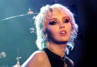 miley cyrus extraterrestre 320x220 - Miley Cyrus dice que tuvo un encuentro con un extraterrestre después de ser perseguida por un OVNI
