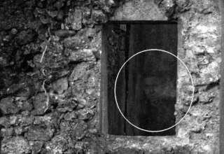 rostro fantasmal ruinas escocesas 320x220 - Un fotógrafo capta un rostro fantasmal en unas antiguas ruinas escocesas