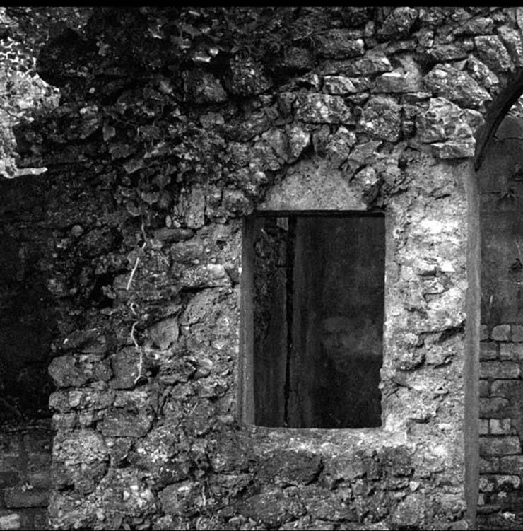 rostro fantasmal ruinas - Un fotógrafo capta un rostro fantasmal en unas antiguas ruinas escocesas