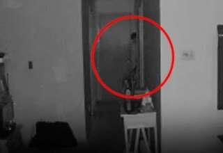 entidad demoniaca bebe 320x220 - Cámara de seguridad capta una entidad demoníaca con tentáculos saliendo de la habitación de un bebé