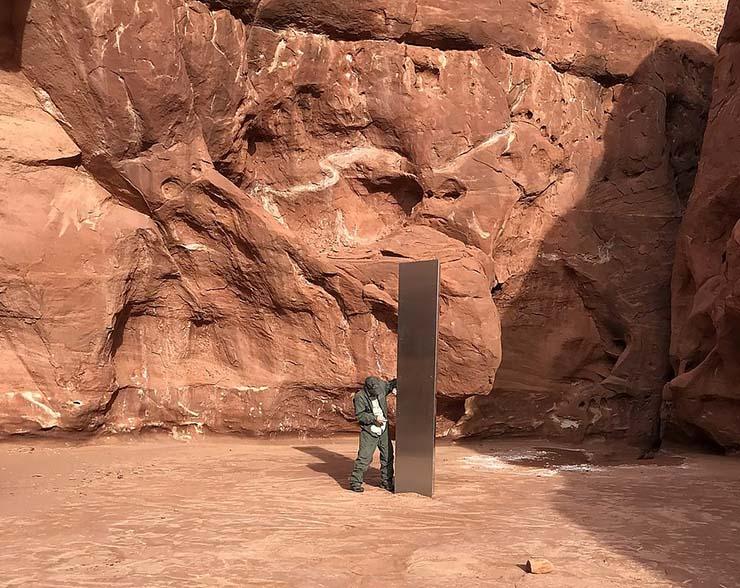 misterioso monolito de metal - Hallan un misterioso monolito en el desierto de Utah y nadie sabe lo que es, ¿tecnología extraterrestre?