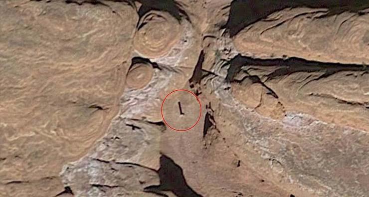misterioso monolito metal - Hallan un misterioso monolito en el desierto de Utah y nadie sabe lo que es, ¿tecnología extraterrestre?