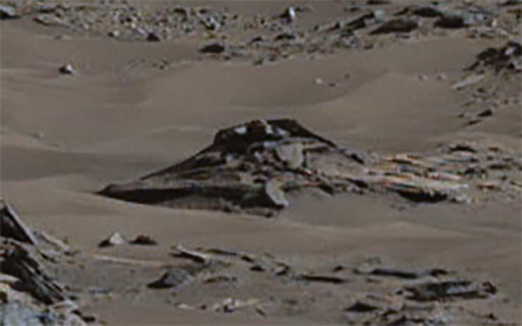 nasa ovni marte - Imagen de la NASA muestra un OVNI estrellado en Marte