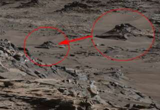 ovni estrellado en marte 320x220 - Imagen de la NASA muestra un OVNI estrellado en Marte