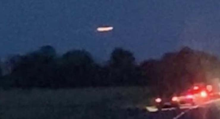 ovni stonehenge - Varios testigos graban un gigantesco OVNI sobre Stonehenge