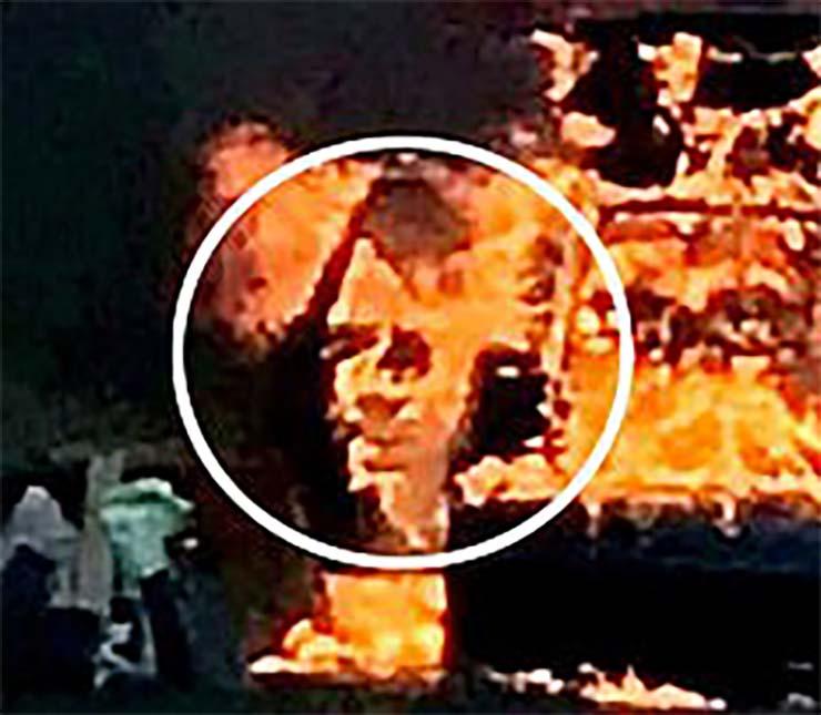 rostro demoniaco coche llamas - La policía británica fotografía un rostro demoníaco en un coche en llamas y es similar a Adolf Hitler