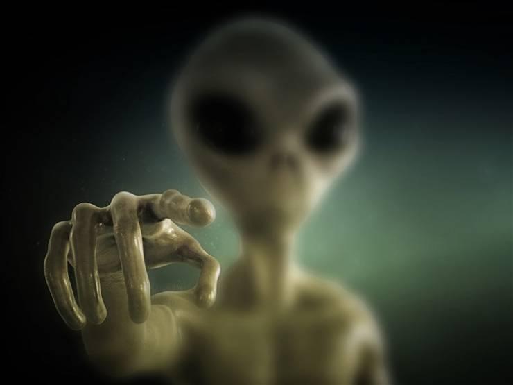 divulgacion extraterrestre en 180 dias - Donald Trump cumple su amenaza: firma una ley para la divulgación extraterrestre en 180 días