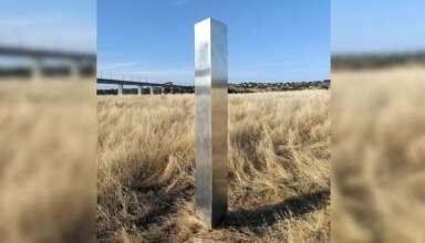 monolito australia 384x220 - Aparece un nuevo monolito en Australia que tiene coordenadas crípticas de ubicaciones de todo el mundo