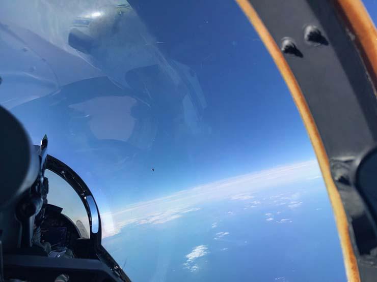 ovni origen extraterrestre atlantico - Una foto filtrada del Departamento de Defensa de EE.UU. muestra un OVNI de origen extraterrestre sobre el Atlántico