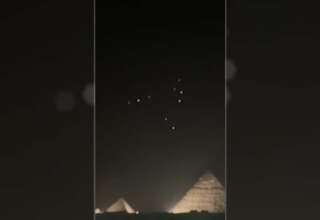 ovnis piramides giza 320x220 - Aparecen múltiples ovnis sobre las pirámides de Giza