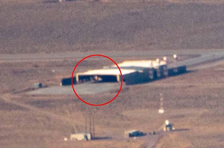 ovni triangular en area 51 - Un piloto fotografía un OVNI triangular en el Área 51