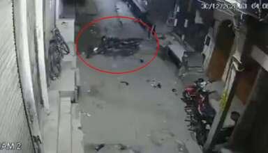 fantasma moto india 384x220 - Una cámara de seguridad graba el momento en que un fantasma mueve una moto en la India