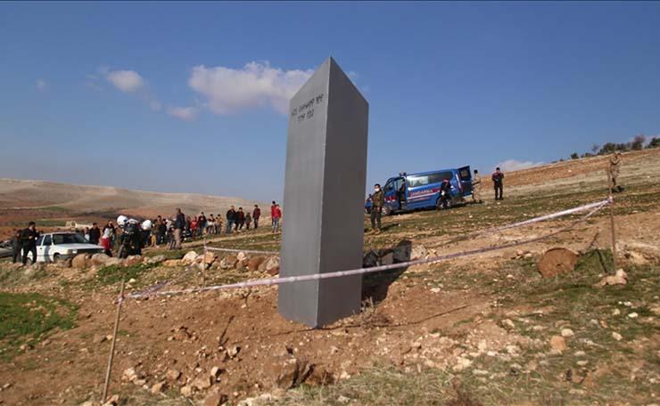 monolito turquia - Aparece un nuevo monolito misterioso en un antiguo templo sagrado en Turquía