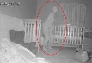 demonio con cuernos 320x220 - Abuela aterrorizada después de ver un 'demonio con cuernos' parado sobre la cama de su nieta