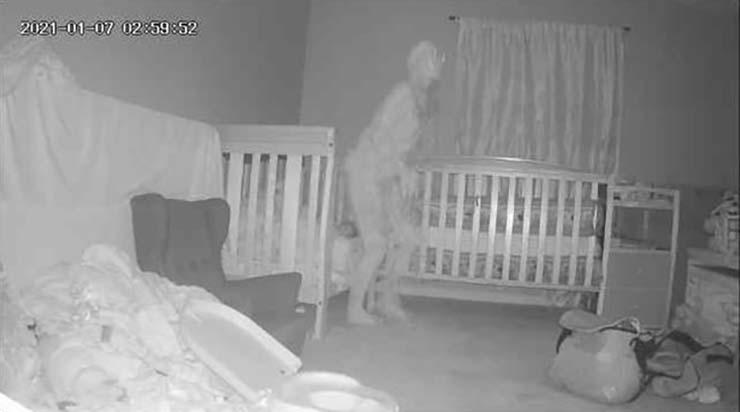 demonio cuernos - Abuela aterrorizada después de ver un 'demonio con cuernos' parado sobre la cama de su nieta