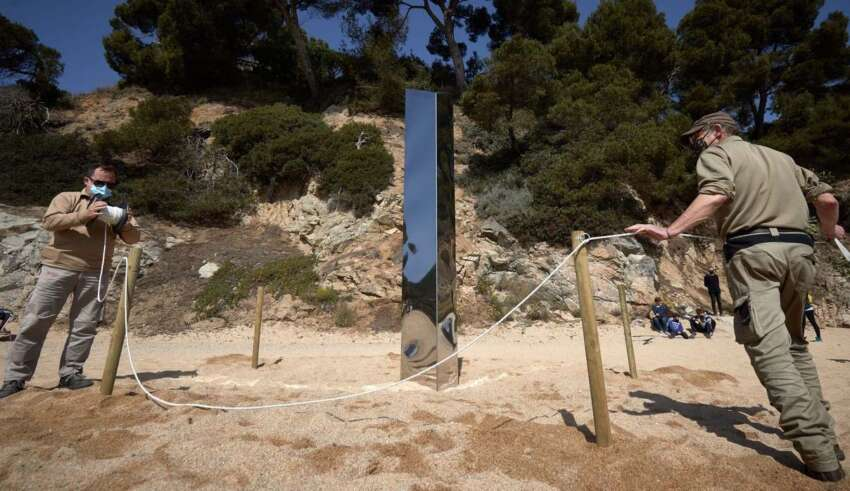 monolito extraterrestre espana 850x491 - Aparece otro monolito extraterrestre en España, esta vez en una playa de Cataluña