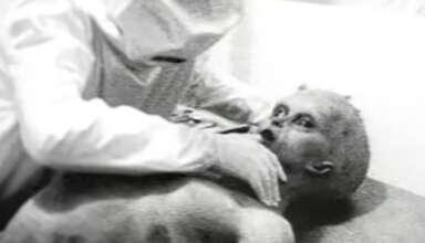 autopsia extraterrestre 1947 384x220 - Subastan una famosa foto de la autopsia extraterrestre de 1947 por 1 millón de dólares