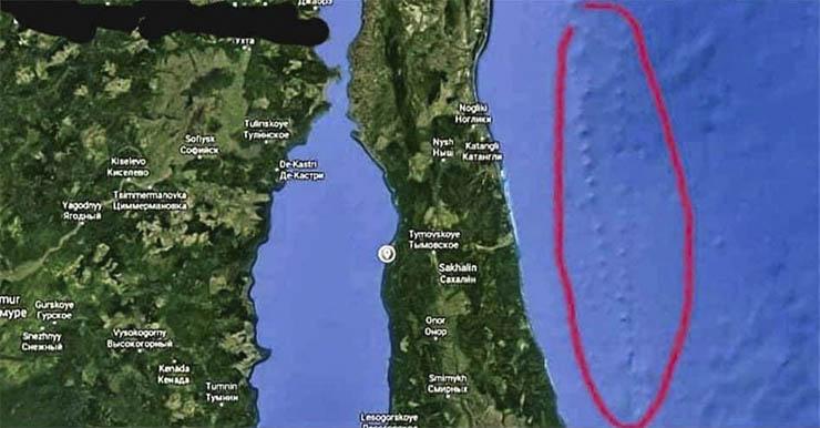 misterioso camino piedra gigante - Un misterioso camino de piedra gigante surge debajo del Océano Pacífico