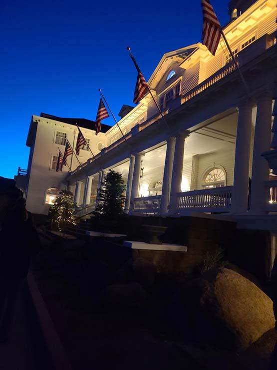 fantasma hotel el resplandor - Una mujer fotografía el fantasma de la viuda blanca en el hotel de 'El Resplandor'