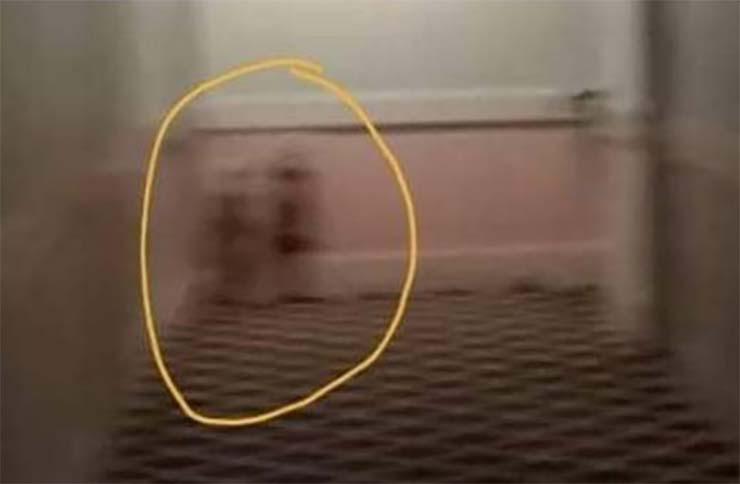 fantasmas hotel inglaterra - Fotografían a las niñas fantasmas de 'El Resplandor' en un hotel de Inglaterra
