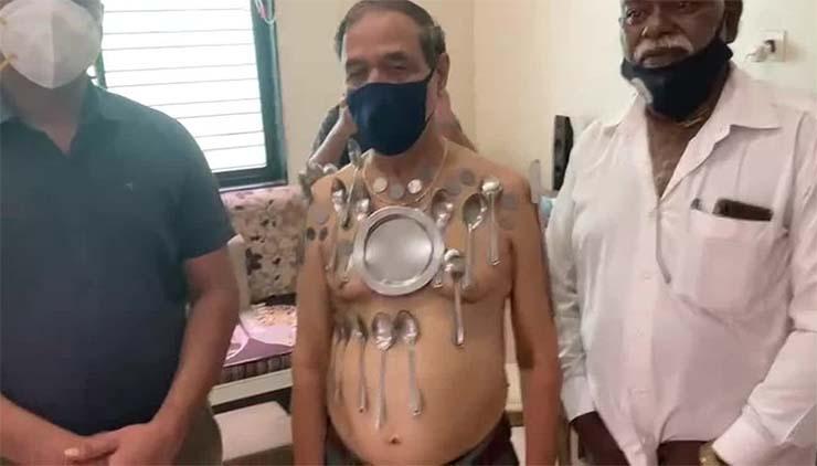 vacunarse contra covid - Médicos investigan un hombre que ha desarrollado magnetismo después de vacunarse contra el COVID-19